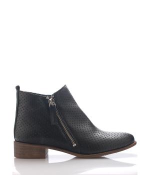 8b585b5aeb7 ➤ Černé kožené děrované kotníkové boty Maria Jaén - Levná i ...