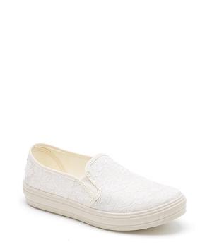 51779e7af8 ➤ Bíle krajkové nazouvací tenisky Natural World - Levná i značková obuv